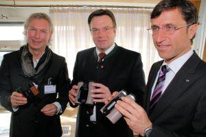 itb09: H. Fercher, G. Platter, J. Margreiter mit dem neuen Traveller Glas von Swarovski Optik