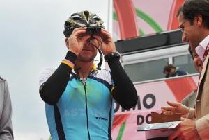 Lance Armstrong mit Pocket Tyrol von Swarovski Optik